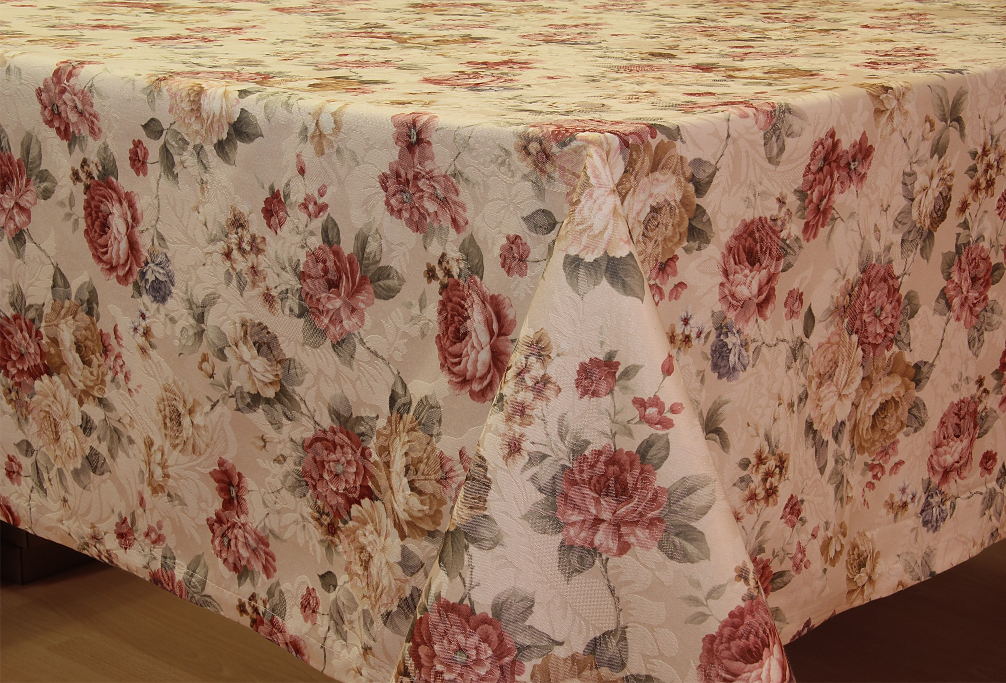 Noble Jacquard Roses Table Runner Tablecloth Cushion Cover
